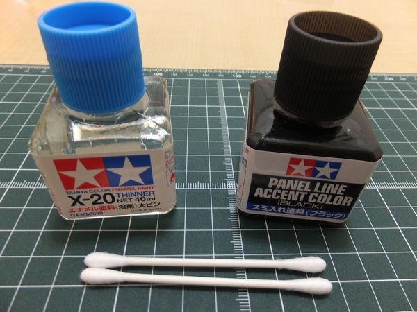 スミ入れ塗料と、エナメル塗料